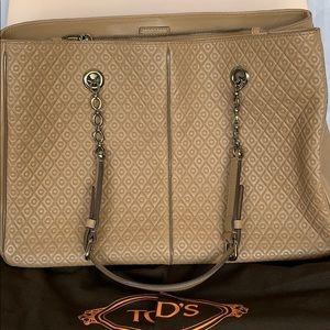 Beautiful new Tod's leather shoulder bag